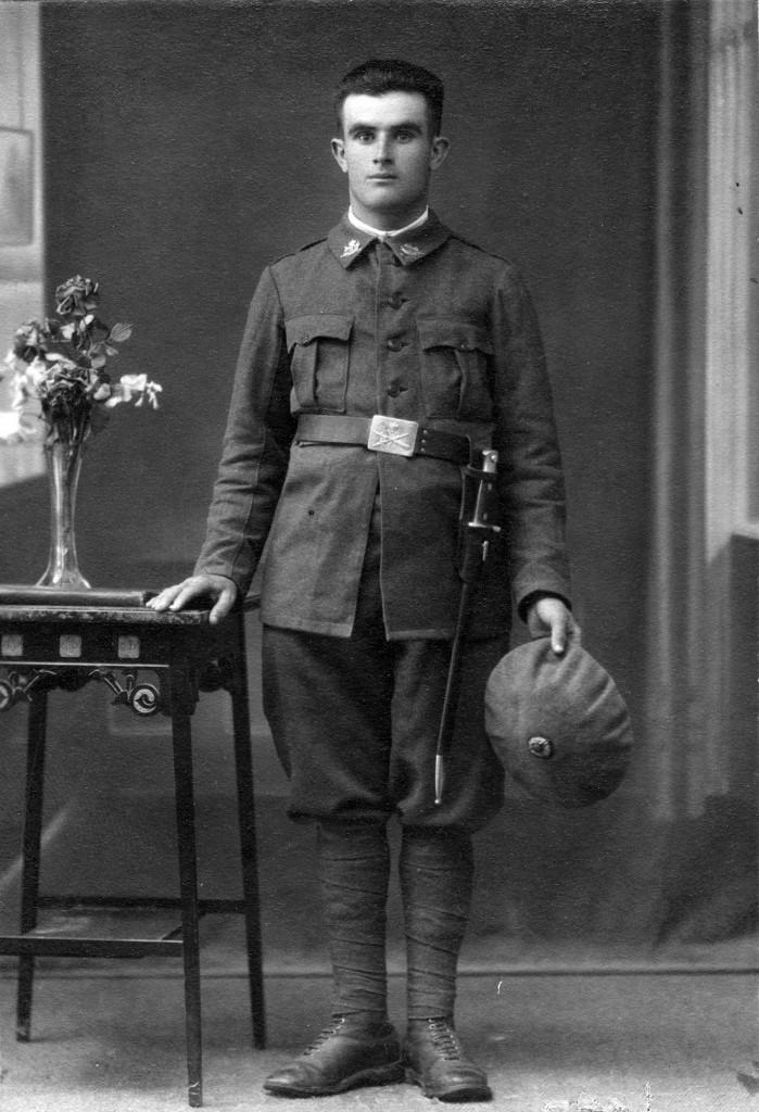 L'avi Ramon Terès Benasc vestit de soldat de la República