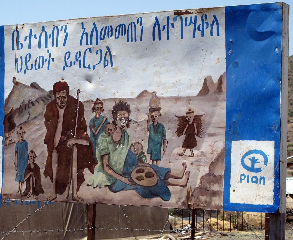 Tanca publicitària sobre planificació familiar a Etiòpia  (foto de Maurice Chédel)